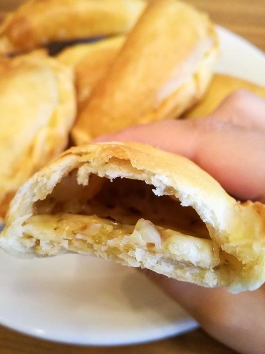 Leckere Empanada de Queso y Cebolla
