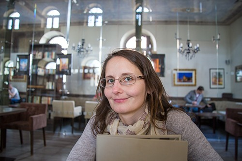 Lesefreude im Synagoge Cafe in Trnava