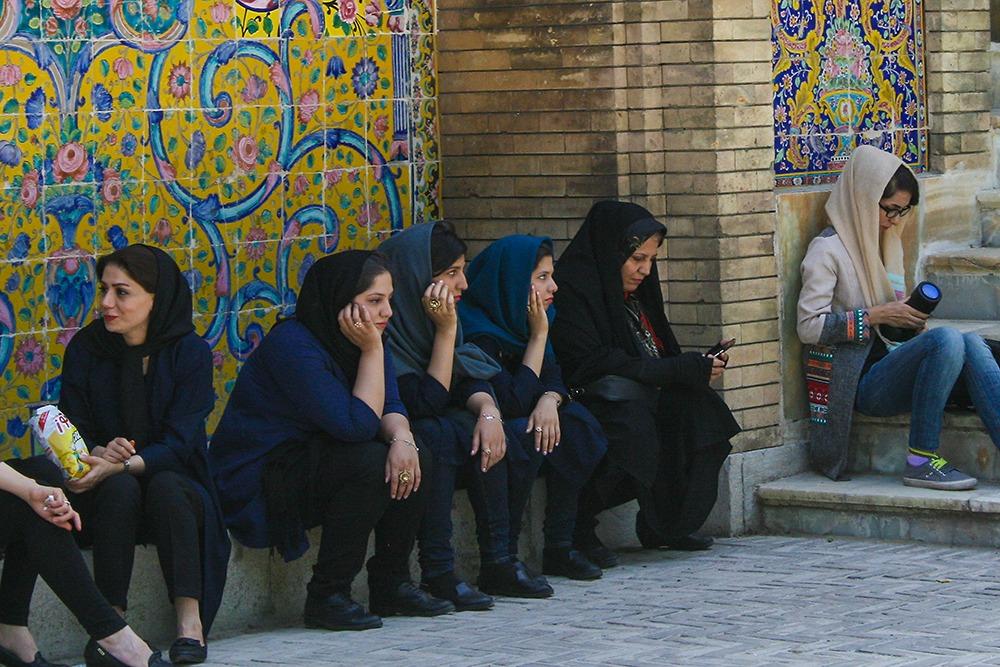Iranische Frauen beim Golestan Palast