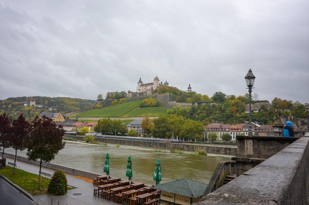 Blick auf die Festung Marienberg von der Alten Mainbrücke
