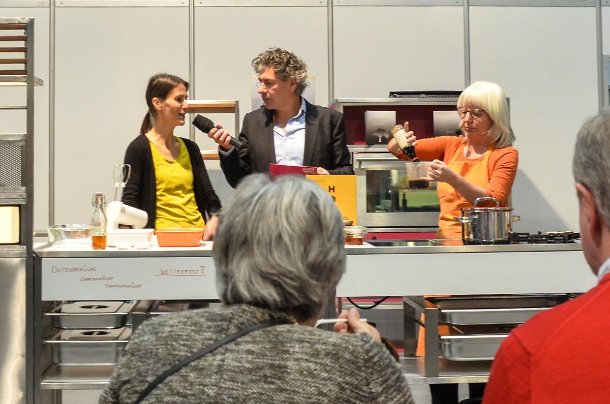 """Eva Derndorfer und Elisabeth Fischer mit """"Honig - Das Kochbuch"""""""